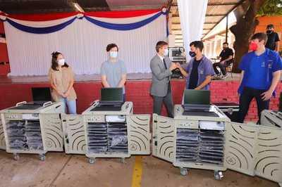 Gobierno entregó laboratorio móvil al Colegio Técnico Nacional
