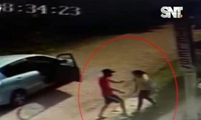 Cobarde asalto a una mujer con su bebé en Villa Elisa