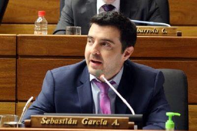 Restricción en deducibilidad del IVA fomentará la informalidad, afirma diputado