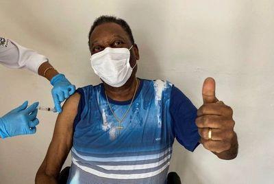 Pelé es operado de un tumor en el colón
