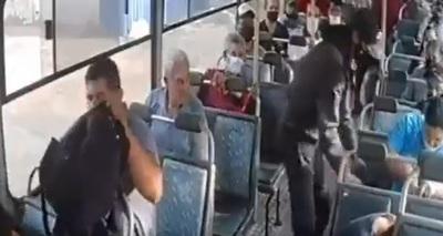 Video de una de las series de asaltos en bus el pasado jueves cerca del abasto (Video)
