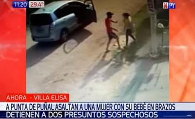 Detienen a sospechosos de asalto a mujer con bebé en brazos