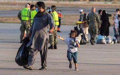 Sondean a Paraguay para recibir a los refugiados afganos