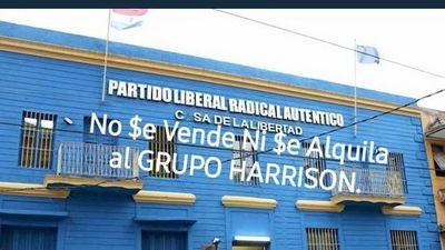 Incursión de Harrison en la arena política genera aplausos y críticas