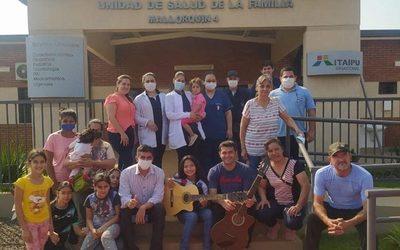 Al ritmo de «Color de Esperanza» recibieron al nuevo equipo de salud de Mallorquín.