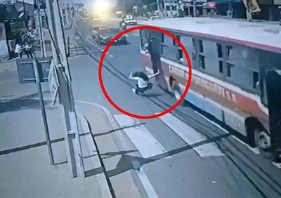 Mujer que cayó del colectivo tras robo sigue muy grave y no hay mejoría