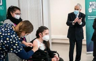 Chile: autorizan vacunación a niños desde los 6 años con Sinovac