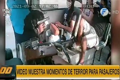 """Video retrata momentos """"de terror"""" durante asalto en bus"""