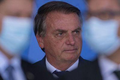 En la antesala de las marchas, Bolsonaro prohíbe retirar mensajes sospechosos de ser fake news