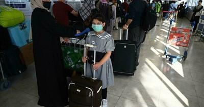 La Nación / Afganistán: evacuaron a 300 niños separados sus familias