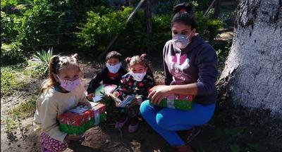 A través de cajitas llevan esperanza a miles de niños en Paraguay