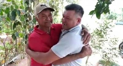 Caaguazú: Emotivo encuentro entre padre e hijo tras 45 años