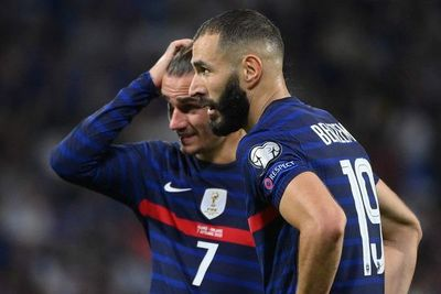 Griezmann y Benzema resucitan a Francia