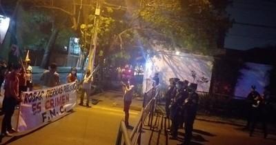 La Nación / Riera denuncia a federación campesina ante escraches frente a su vivienda
