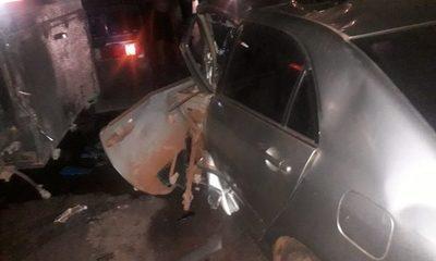 Policía muere tras chocar frontalmente contra un camión de gran porte