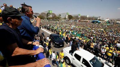 Bolsonaro saca músculo en marchas y amenaza a la Corte Suprema