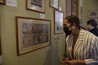 Visita guiada a la muestra sobre la vida de José Asunción Flores