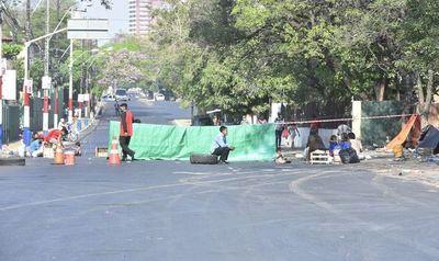 Indígenas vuelven a cerrar paso sobre avenida Artigas