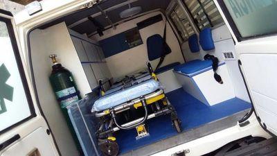 Ambulancia choca contra una columna y fallece el paciente que era trasladado