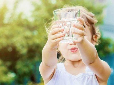 Advierten sobre efectos de calor intenso en la salud de niños y niñas