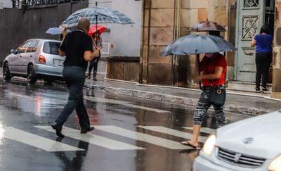 Se anuncian temperaturas frescas con precipitaciones y tormentas eléctricas