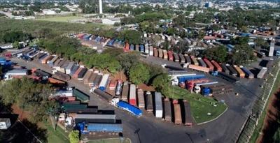 """""""Operación Padrón"""" retrasa liberación de cargas en puerto seco de Foz de Yguazú"""