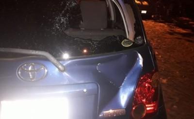 Excandidata a concejal causó destrozos al vehículo de su expareja