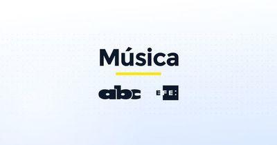 Leiva lanza disco rodeado de compañeras, entre ellas Zahara y Lafourcade