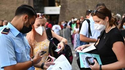 """Italia afirmó que la vacunación obligatoria contra el coronavirus """"es una opción posible"""""""