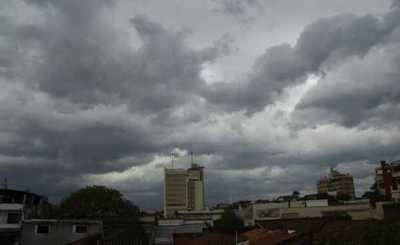Pronostican temperaturas frescas con precipitaciones y tormentas eléctricas