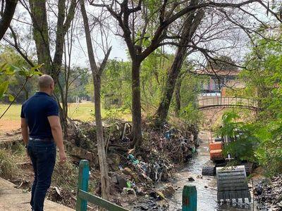 Buen punto la limpieza del arroyo, pero no deben olvidar a empresas y vecinos que lo ensucian