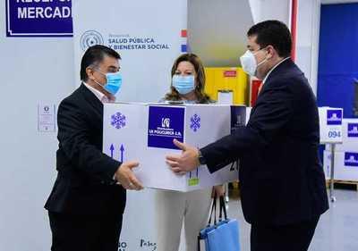 """""""La Policlínica"""" transfiere a Salud Pública tecnología de punta para almacenar vacunas"""