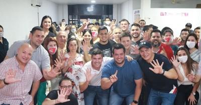 La Nación / Peña se reunió con jóvenes colorados de Luque