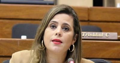 La Nación / Diputada considera una tomadura de pelo los cambios en la Policía Nacional