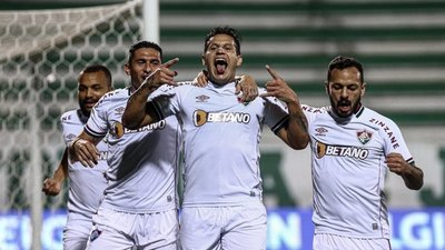 Raúl Bobadilla anota en la victoria de Fluminense en casa del Chapecoense
