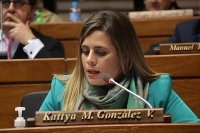 Kattya: el machismo impide que las mujeres hablen de poliamor