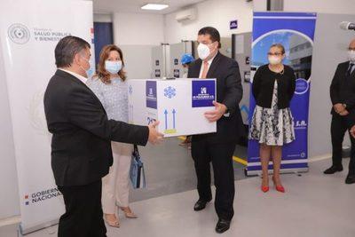 Salud recibe de La Policlínica tecnología para conservar vacunas
