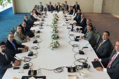 Legisladores de EE.UU. y Europa piden «buena fe» a Maduro para el diálogo