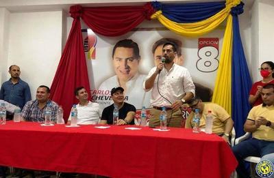 Eliseo Fernández recibe apoyo de Santi Peña •