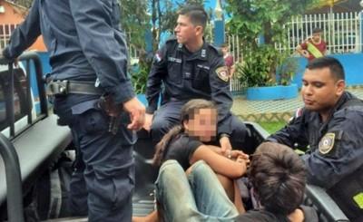 """""""Tacumbú"""" y a una adolescente caen con varios objetos hurtados"""