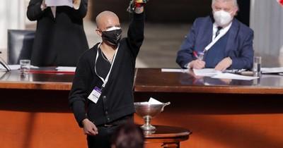 La Nación / Jefa de constituyentes de Chile declara en caso de colega que fingió cáncer