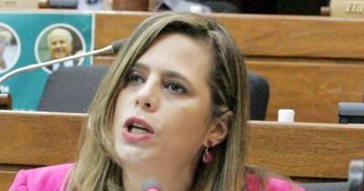 """La Nación / """"Una tomadura de pelo"""""""