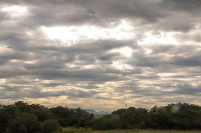 Anuncian jueves fresco a cálido y parcialmente nublado