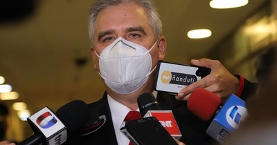La Nación / Bacchetta dijo que Giuzzio no tiene control de la Policía