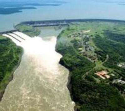 Critican falta de Ministerio de Energía ante renegociación de Itaipú