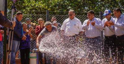 Gobernador inaugura obras en Santa Rosa del Mbutuy