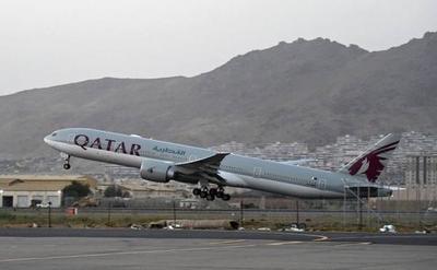Talibanes autorizaron la primera evacuación desde el aeropuerto de Kabul tras retirada de aliados