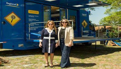 Regional presentó Centro Móvil de Atención Bancaria