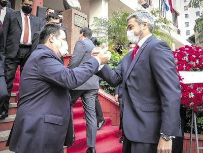 """Se confirma el """"abrazo republicano"""" entre Abdo y Cartes en el aniversario de la ANR"""