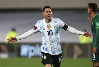 Messi marca tres goles para darle la victoria a Argentina